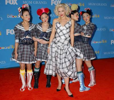 http://www.brianbehrend.com/archives/images/gwenstefani-harajuku2.jpg