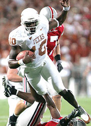 Vince Young runs against Ohio State